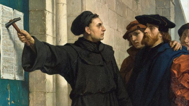 1517년 마르틴 루터가 비텐베르크성 교회 정문에 교황청을 비판하는 내용의 '대자보'를 붙이면서 1000년 넘게 이어지던 중세가 막을 내렸다. [REX]