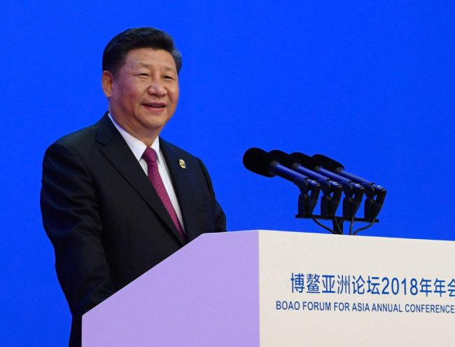 시진핑 중국 국가주석이 4월 10일 중국 하이난성 보아오포럼에서 시장개방확대조치를 내놓으며 미·중 무역전쟁을 피하려는 제스처를 보였다. [신화통신/뉴시스]