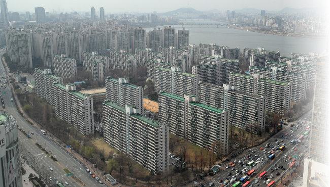 최근 정부가 발표한 종부세 개편안이 시행되면 서울 강남 소재의 '똘똘한 1채'에 대한 수요는 더욱 커질 것이라는 전망이 나온다. [뉴스1]