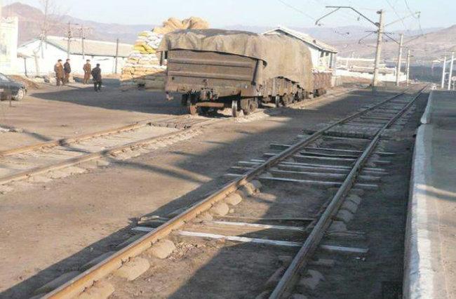 북한의 노후된 철도. [동아DB]