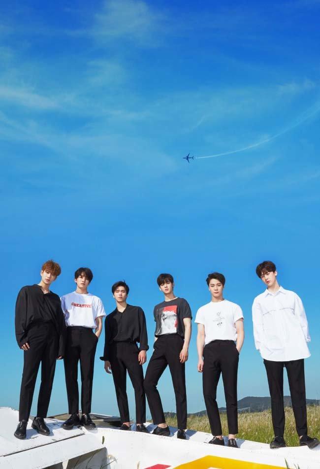 아스트로는 7월 24일 스페셜 미니 앨범 'Rise Up!'을 발매하며 활동을 재개한다. MJ, 진진, 라키, 차은우, 문빈, 윤산하.(왼쪽부터)