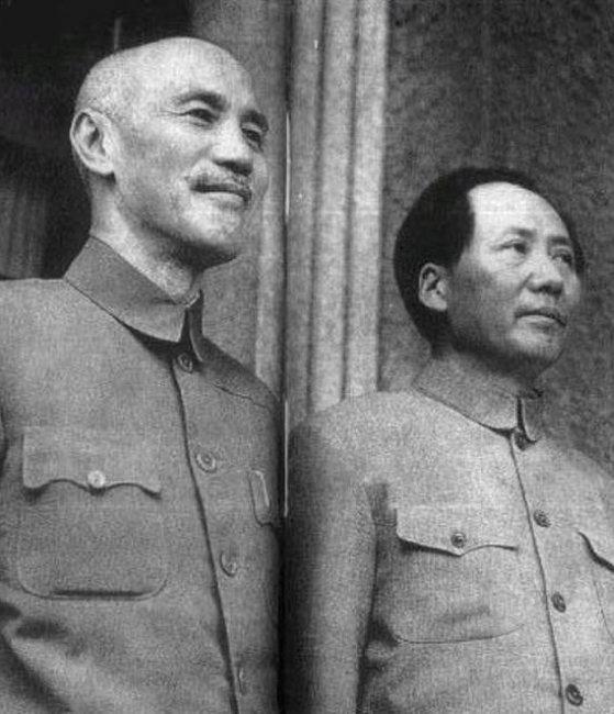 장제스(왼쪽)와 마오쩌둥. [위키피디아]