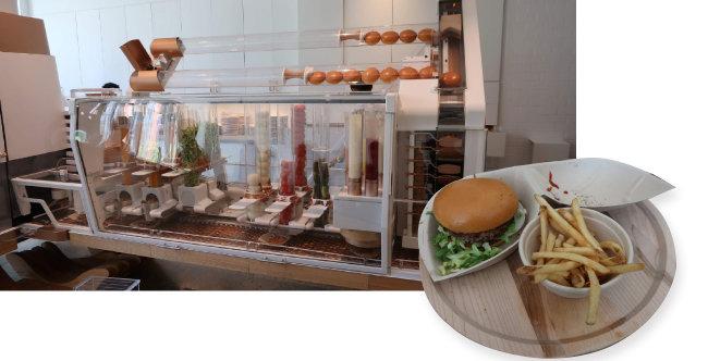 크리에이터 버거 로봇. 컨베이어벨트가 움직이면서 빵 위에 양파와 토마토 등 각종 재료를 얹어 버거를 완성한다(왼쪽). 크리에이터에서 필자가 주문한 아빠 버거와 감자튀김.