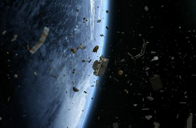 인공위성 파편이 우주에 퍼지면서 우주비행사를 재난에 빠뜨리는 이야기를 담은 영화 '그래비티'의 한 장면. [유튜브 화면 캡처]