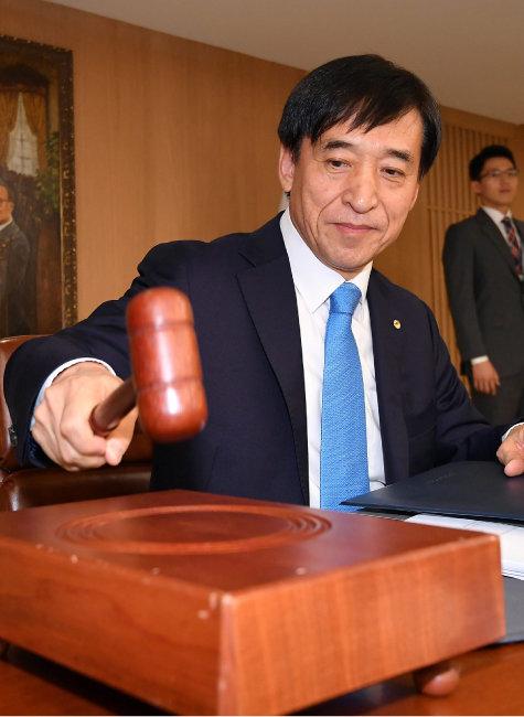 기준금리 결정권을 갖고 있는 이주열 한국은행 총재. [동아일보 변영욱 기자]