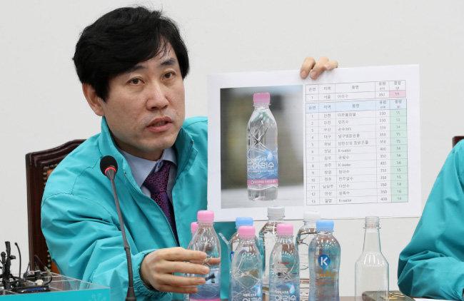 하태경 바른미래당 의원이 4월 6일 오전 서울 여의도 국회에서 열린 제17차 최고위원회의에서 재활용품 폐기물 수거 대란과 관련해 발언하고 있다. [뉴시스]