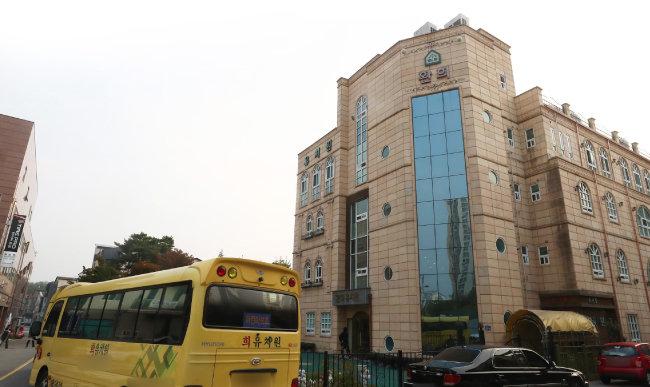10월 15일 오후 경기도 화성시 반송동 소재 환희유치원에 적막감이 흐르고 있다. [뉴스1]