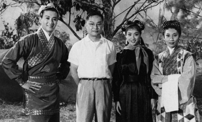 김용(왼쪽에서 두 번째)과 영화 '신조협려' 주연 배우들. [사진제공·홍콩 헤리티지박물관]