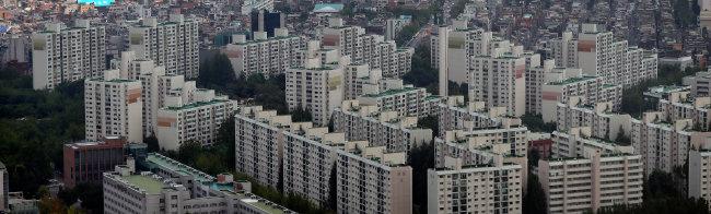 서울 강남구 무역센터에서 바라본 아파트 단지 풍경.
