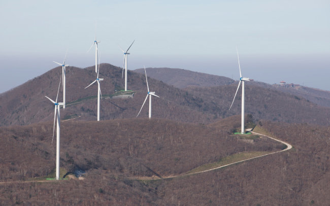 만항재 일대의 풍력발전기.