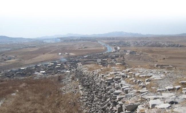 중국 랴오닝성 랴오양시에 있는 고구려 성곽. [우리역사넷 제공]