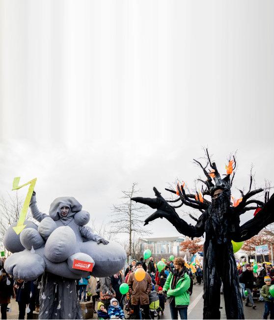 2018년 12월 4일 제24차 유엔기후변화협약 당사국 총회(COP24)가 열린 폴란드 카토비체에서 독일 시위대가 기후변화 대응을 촉구하며 시위를 벌이고 있다. [AP=뉴시스]