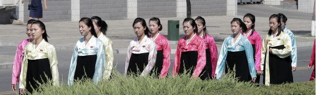 최근 들어 화장법이 날로 세련돼져가는 평양 여성들.