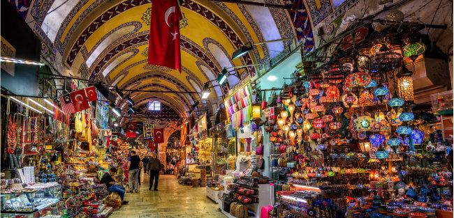 이스탄불 관광객들의 필수 코스인 대규모 시장 그랜드 바자르.