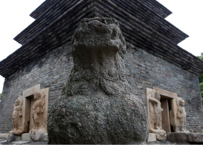 경북 경주 분황사 모전석탑. 현존하는 가장 오래된 신라 석탑이다. [김성남 기자]