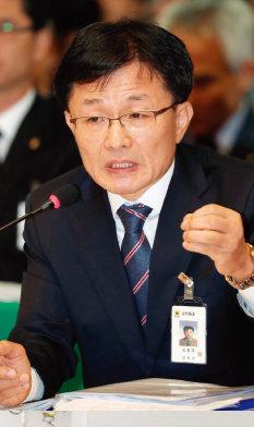 병원 내 동료 폭행과 관련해 공식 사과문을 발표한 강명재 전북대병원장.[뉴스1]