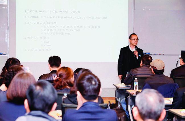 권영산 오앤이외식컨설팅 대표가 최신 창업 트렌드를 설명하고 있다.[김형우 기자]