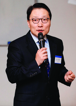 김상문 세무법인 KNP 대표세무사가 '소상공인의 창업과 절세'를 주제로 강연하는 모습.[김형우 기자]