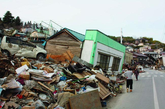 동일본을 강타한 대지진은 현대 과학기술의 발전에도 여전히 인간은 자연 앞에 미약한 존재임을 실감케 했다.[동아DB]