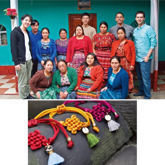 고귀현 크래프트 링크 대표(왼쪽)와 '착한 팔찌'를 만드는 남미 여성들. 크래프트 링크가 새로 선보인 '코리아 컬렉션' 제품들(위부터). [사진 제공·크래프트 링크]