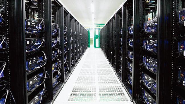 서울 양천구 한 인터넷데이터센터에 설치된 마이닝맥스 가상화폐 채굴기. [뉴스1]