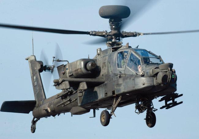 미국 '뉴욕타임스'는 최근 '미군이 대북전쟁 준비를 위해 조용히 훈련하고 있다'고 보도했다. 사진은 이 훈련에 주력으로 참가한 아파치 헬기. [YTN]