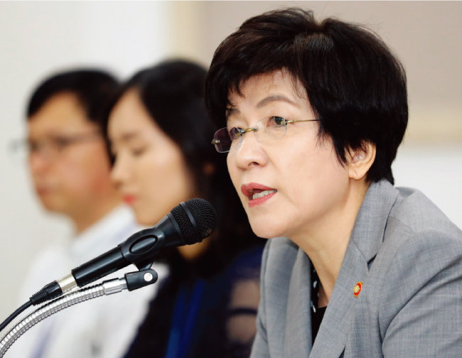 지난해 8월 김영주 고용노동부 장관은 근로감독관 충원을 공연했다. [뉴스1]