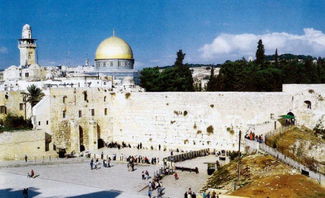 70년 로마군에 의해 파괴된 솔로몬의 성전 서쪽 벽. '통곡의 벽'으로 불리는 이 자리는 유대교의 성지다. [동아DB]