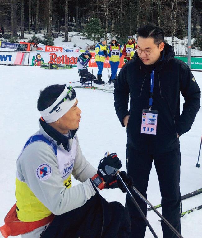 1월 20일 독일에서 열린 세계장애인노르딕스키  월드컵에서  신의현 선수를 응원하는 배동현 단장. [사진 제공 · 배동현]