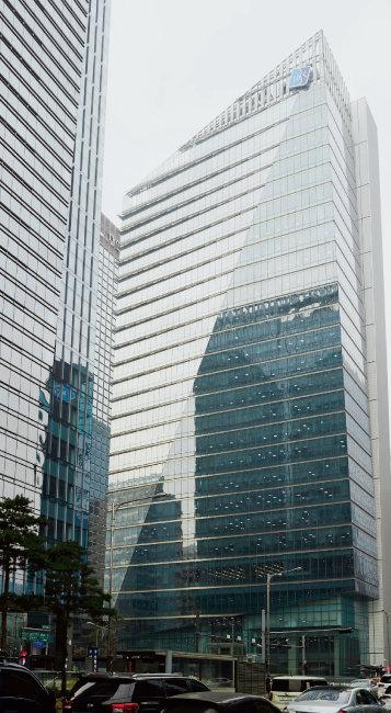 IBK기업은행이 최근 KT&G 경영 참여를 공식화해 그 배경에 업계의 관심이 쏠리고 있다. [홍중식 기자]