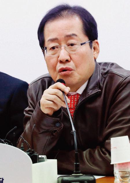 3월 20일 서울 영등포구 여의도 자유한국당 당사에서 열린 6·13 지방선거 총괄기획단 전체회의에서 홍준표 대표가 발언하고 있다.