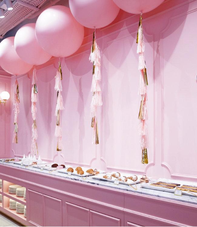 핑크풀카페 1호점과 달리 2호점은 베이커리에 특화돼 다양한 메뉴를 즐길 수 있다.