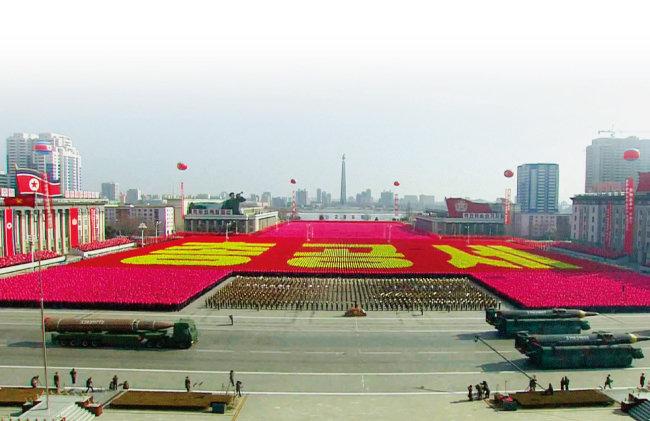 북한이 공개한 장거리미사일. 이 중 미국 본토에 도달할 수 있는 것은 시험발사에 성공한 화성-15형뿐이다. [동아DB]