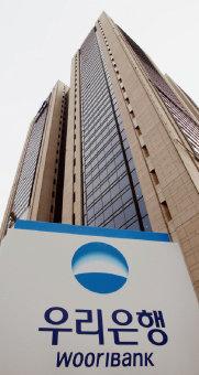 2금고로 밀려난 우리은행은 하반기 서울 25개 자치구금고 선정을 둘러싸고 신한은행과 다시 한 번 맞붙을 전망이다. [동아DB]