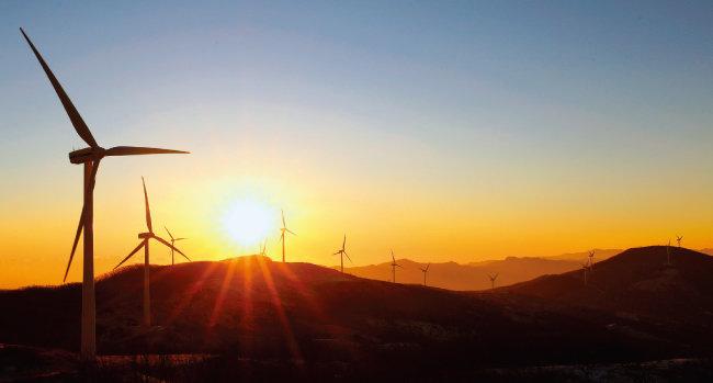 남북한 화해 분위기가 이어진다면 남한에서 풍력발전기를 만들어 북한에 대거 납품하는 것도 마냥 불가능한 일만은 아니다. [뉴스1]