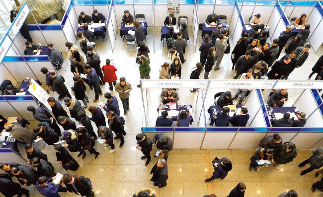 취업박람회를 찾는 취업준비생들. [뉴스1]