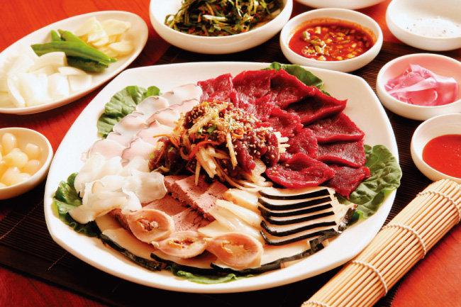 한국의 고래 고기. 야생 고래 고기는 인간이 배출한 오염물질에 오염됐을 개연성이 높다. [동아DB]