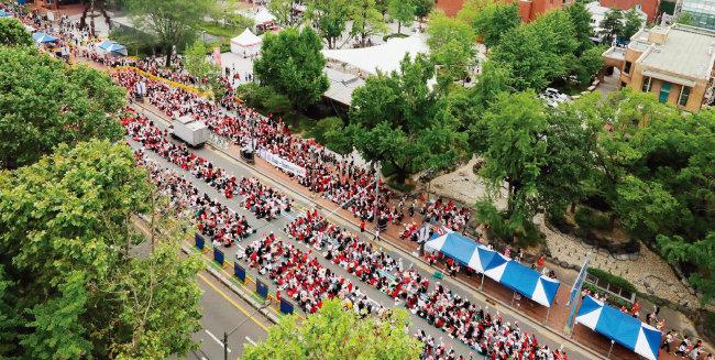 6월 9일 서울 종로구 혜화역 일대에서 열린 '불법촬영 편파수사 2차 규탄시위'에 모인 사람들.