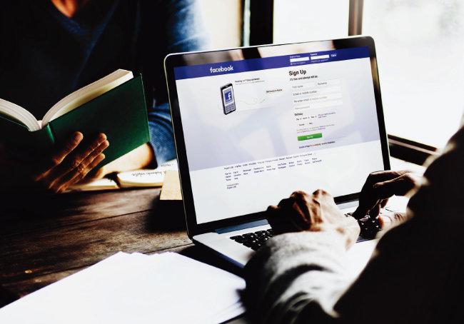 페이스북과 인스타그램 등 소셜네트워크서비스(SNS) 자료는 알리고 싶은 모습만 게시해 분석용으로 사용하기 어렵다. [shutterstock]