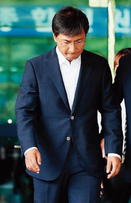 8월 14일 서울 마포구 서울서부지방법원에서 열린 1심 재판에서 무죄를 선고받은 안희정 전 충남도지사. [동아DB]