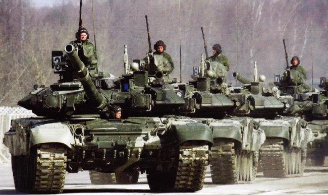 러시아 전차들이 출동 준비를 하고 있다. [러시아 국방부]