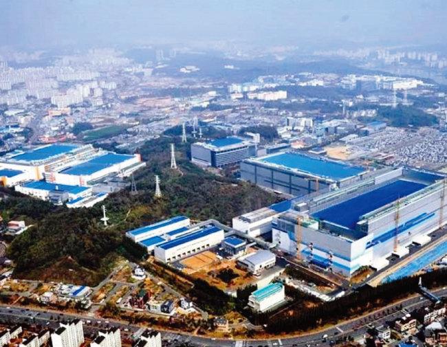 인도 우타르프라데시주 노이다에 건설된 세계 최대 규모의 삼성전자 스마트폰 공장. [biztechindia]