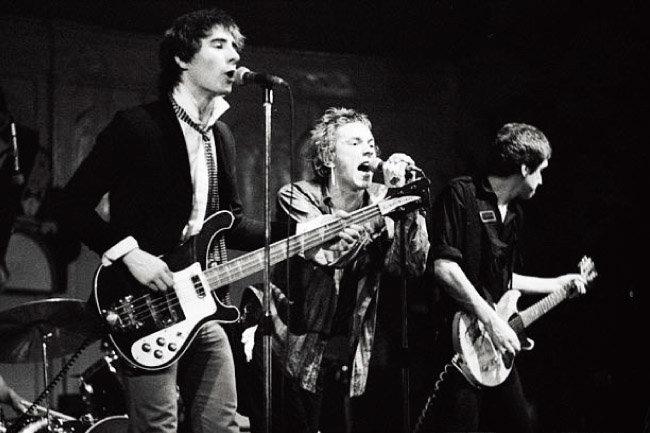 1977년 섹스 피스톨스 시절의 글렌 매틀록(맨 왼쪽). [위키피디아]