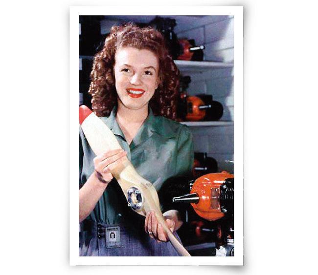 1945년 드론 공장에서 프로펠러를 조립 중이던 메릴린 먼로. [사진 제공 · 미 육군]