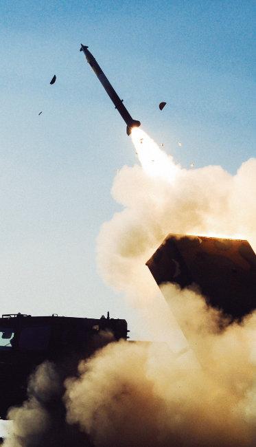 ㈜한화가 독자 개발한 230mm급  다련장 로켓 '천무'. [사진 제공 · ㈜한화]