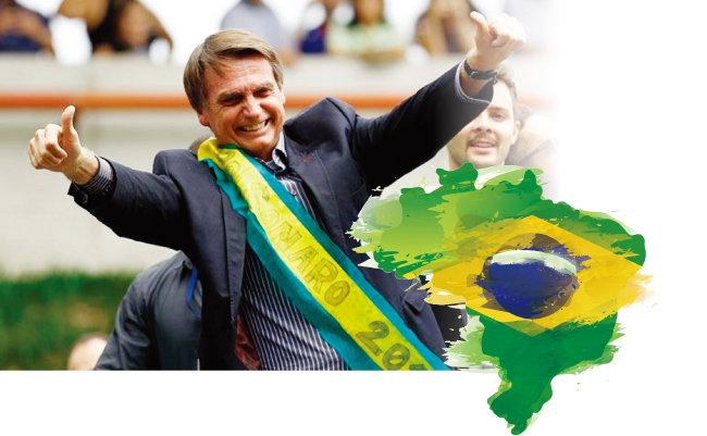 자이르 보우소나루 브라질 대통령 당선인이 엄지를 치켜들고 있다. [MercoPress]