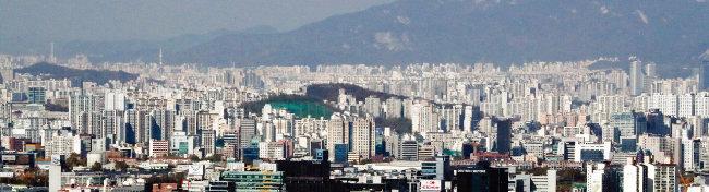 정부가 '9·13 주택시장 안정대책'을 발표한 이후 서울과 수도권 부동산시장은 빠르게 안정을 찾아가는 모습이다. 사진은 서울 시내 전경. [뉴시스]