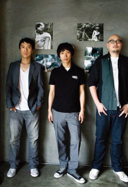 2009년 3인조 시절의 '언니네 이발관'.왼쪽부터 이석원, 이능룡, 전대정. [뉴시스]
