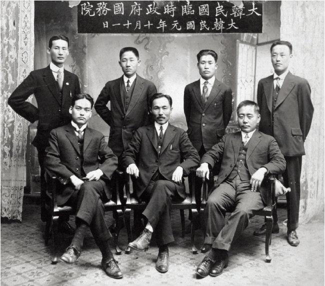 1919년 10월 11일 대한민국 임시정부 국무원 기념사진. [사진 제공 · 대한민국임시정부기념사업회]