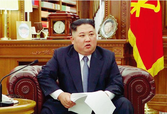 북한 조선노동당 청사에서 신년사를 발표하는 김정은 북한 국무위원장. [조선중앙TV]